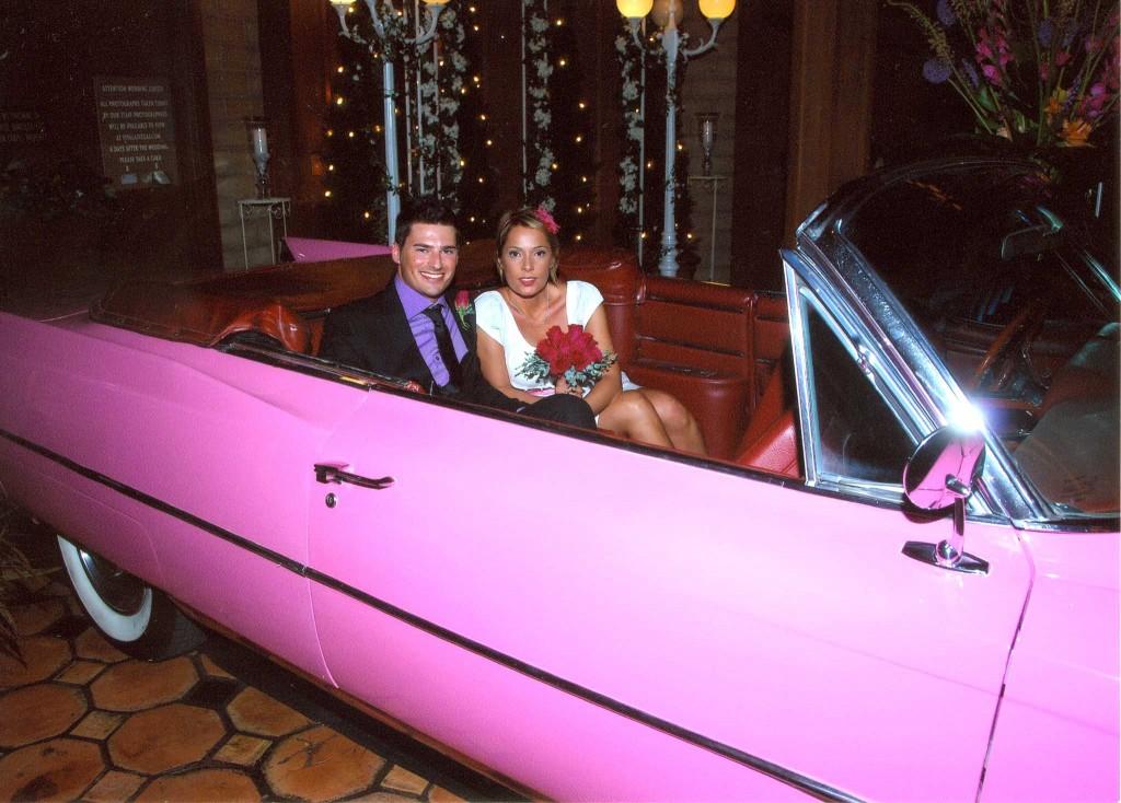 sposarsi a las vegas con una cadillac rosa