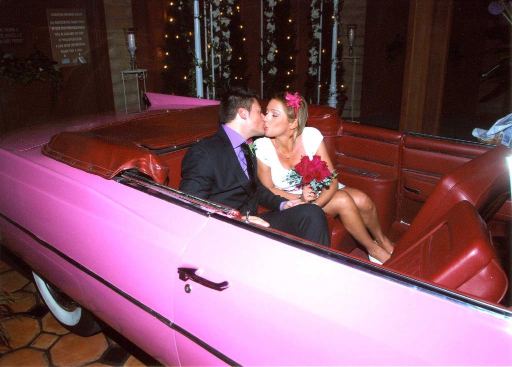 sposarsi a las vegas in cadillac rosa
