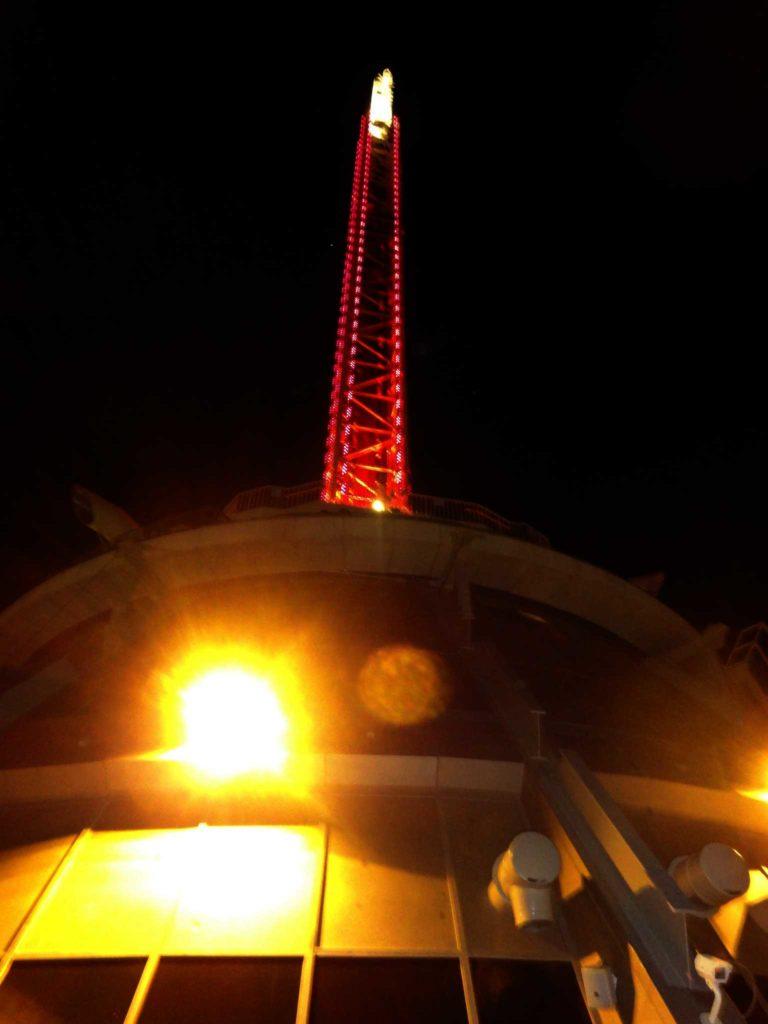 sposarsi a las vegas - stratosphere tower vista da sotto