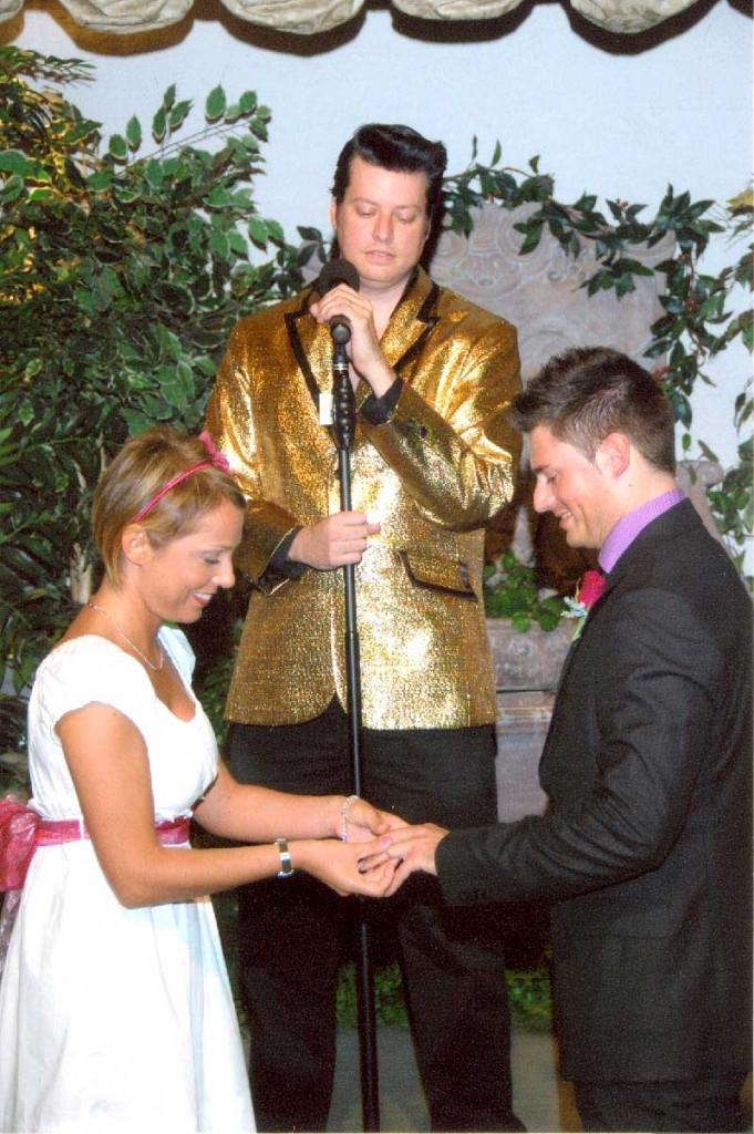 sposarsi a las vegas - paolo e francesca si scambiano gli anelli