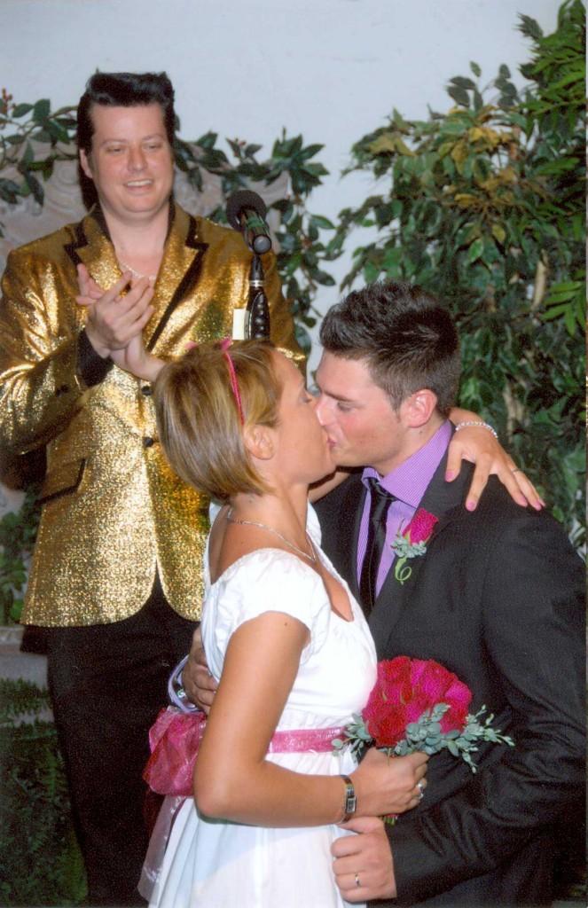 sposarsi a las vegas - bacio dopo il sì