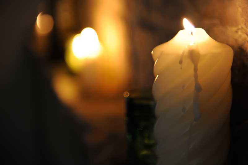 festa a tema medievale con candele