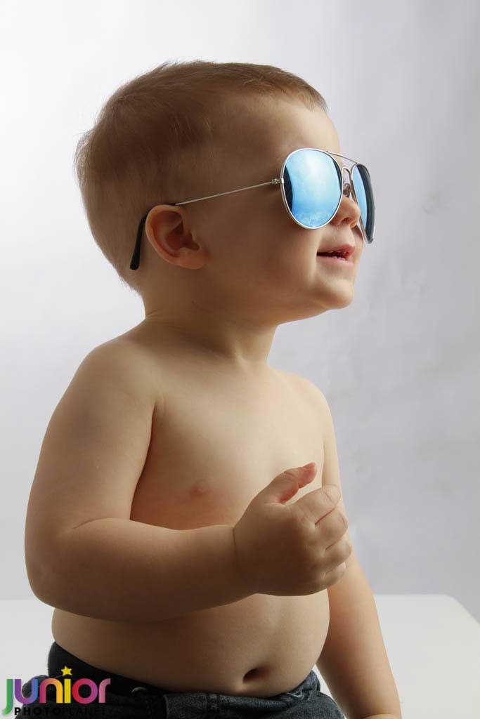 Servizio Fotografico Battesimo: Bambino in posa latin lover