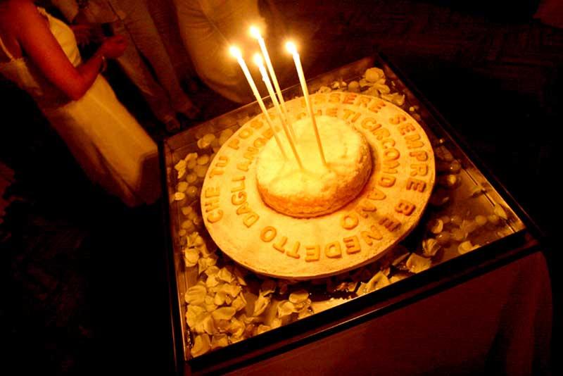 torta con scritte per festa di compleanno a tema