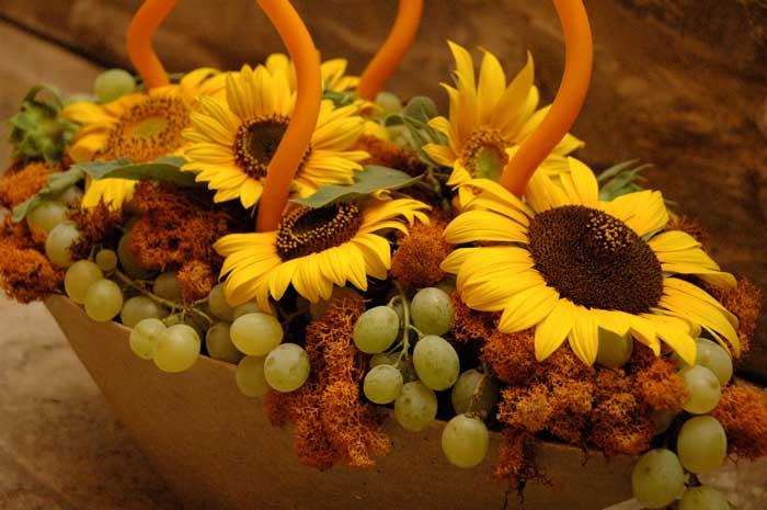 Compleanno 50 Anni: centrotavola girasoli e uva