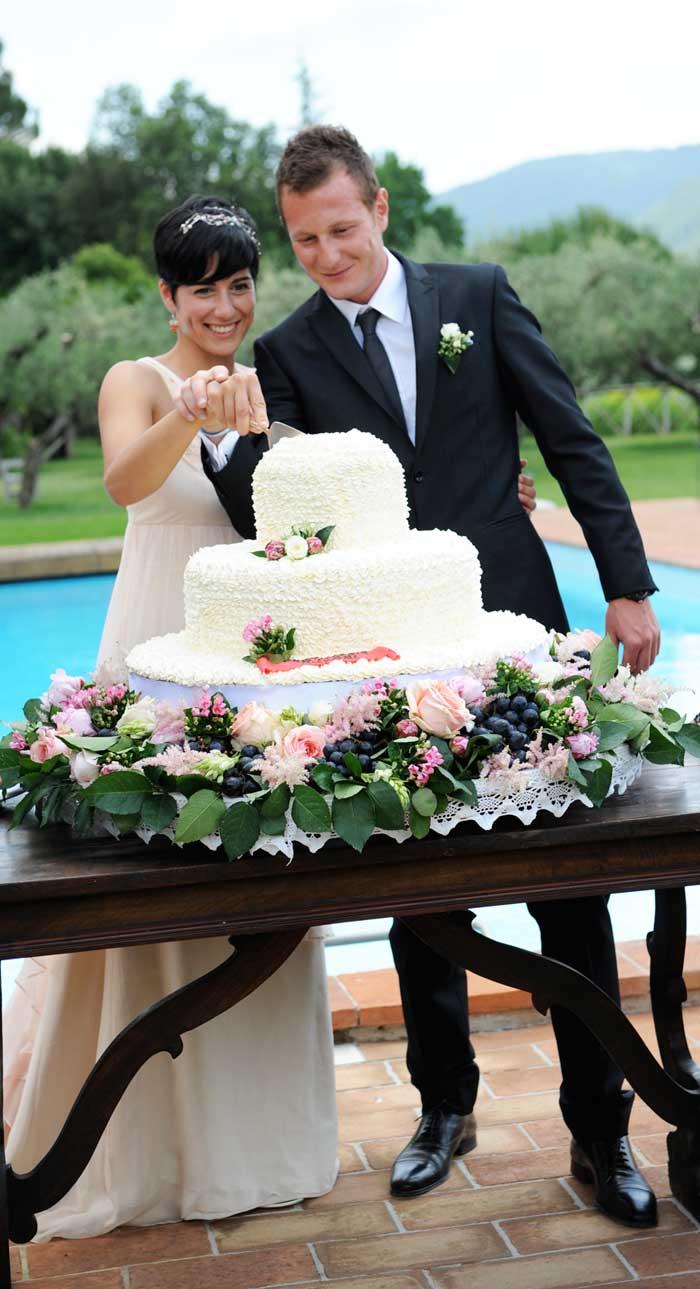 Matrimonio Country Tema Vino: il taglio della torta