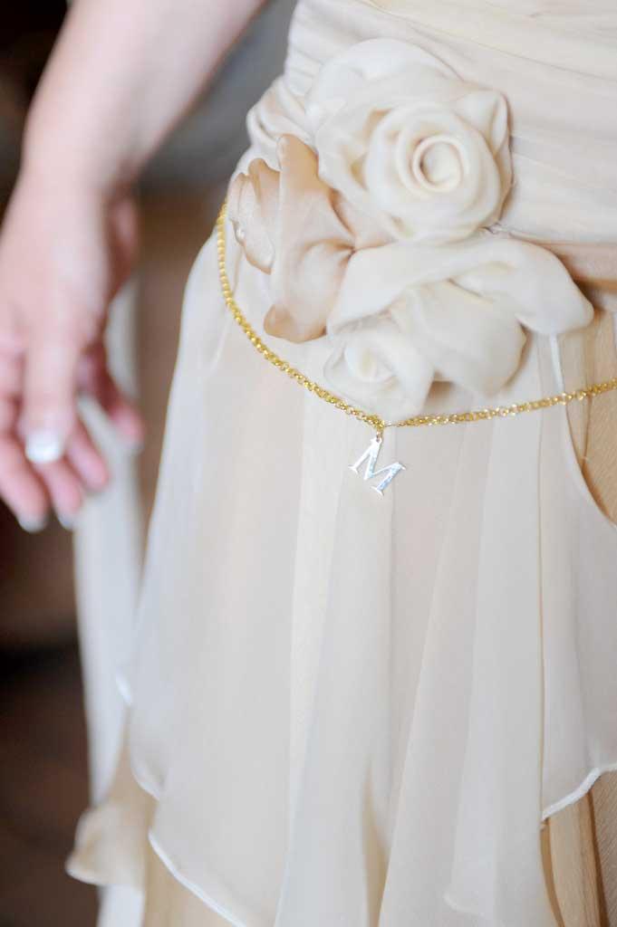 abito da sposa country chic con iniziali