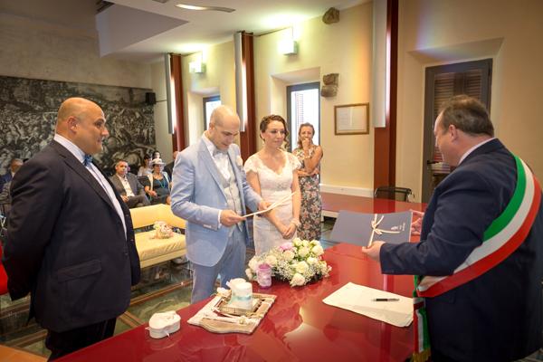 matrimonio vintage: la firma davanti all'assessore comunale
