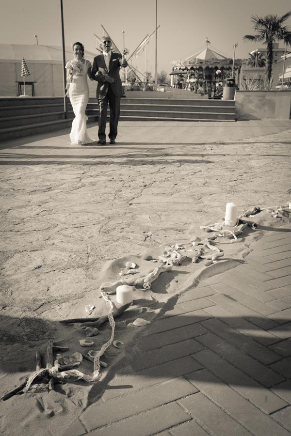 matrimonio vintage sulla spiaggia: sposo stiamo arrivando