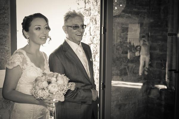 matrimonio vintage: entrata della sposa con il padre