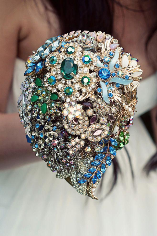 bouquet sposa senza fiori solo con gioielli