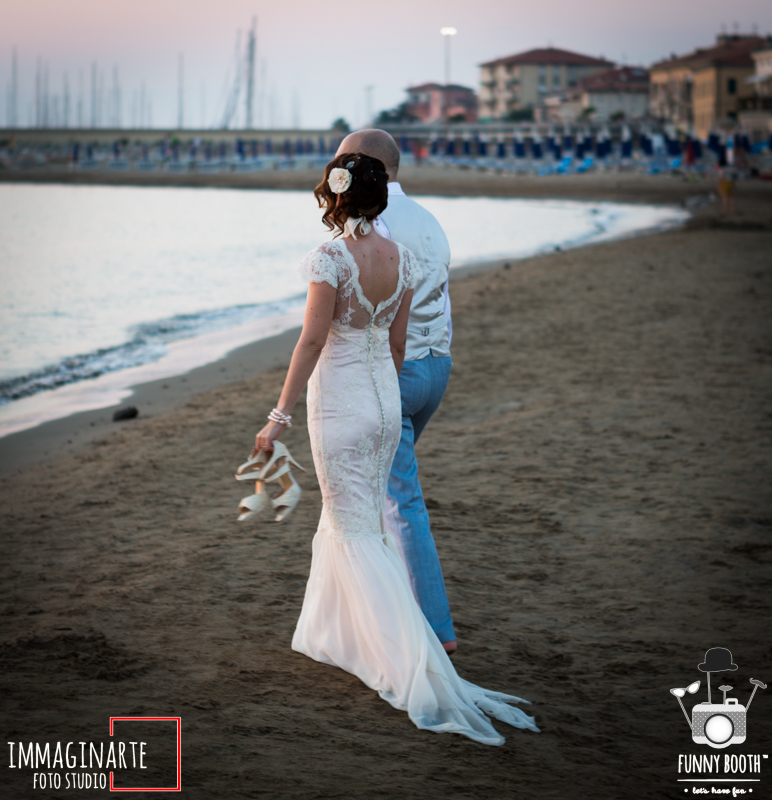 Vintage wedding on the beach in italy