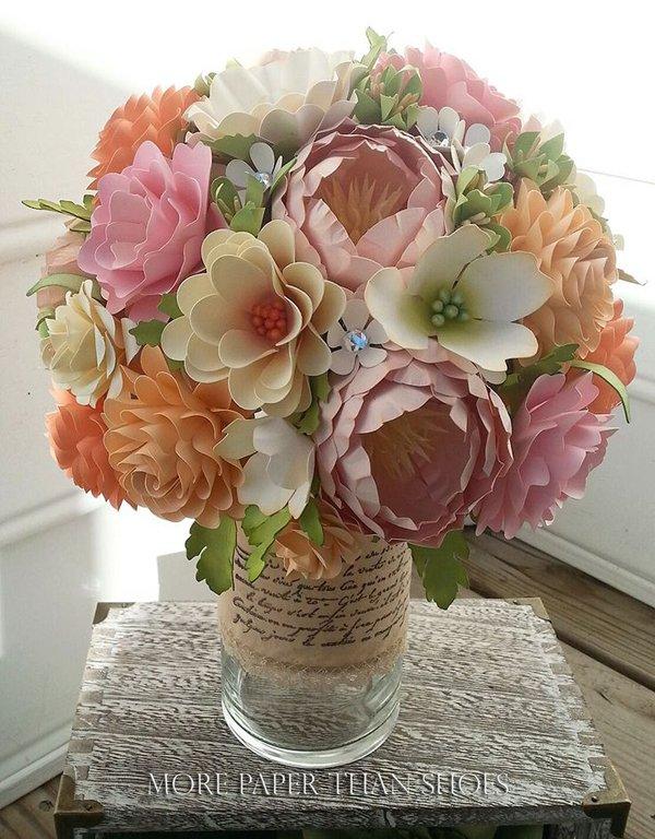 bouquet sposa particolari con fiori di carta