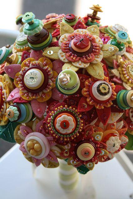 bouquet sposa particolari con fiori di feltro