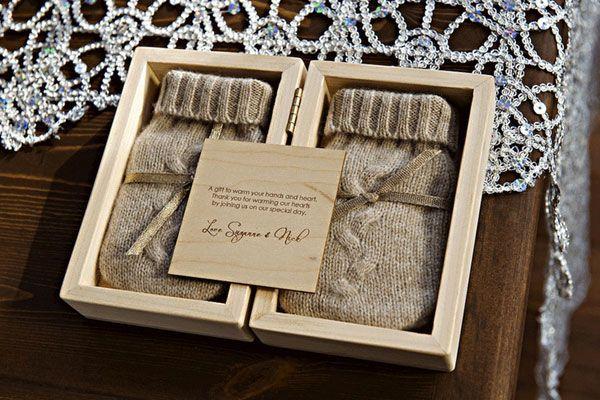 idee bomboniere matrimonio in inverno: guanti di lana