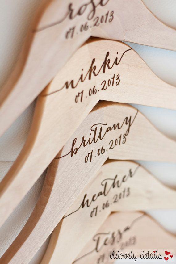 idee bomboniere matrimonio originali: gruccia personalizzata