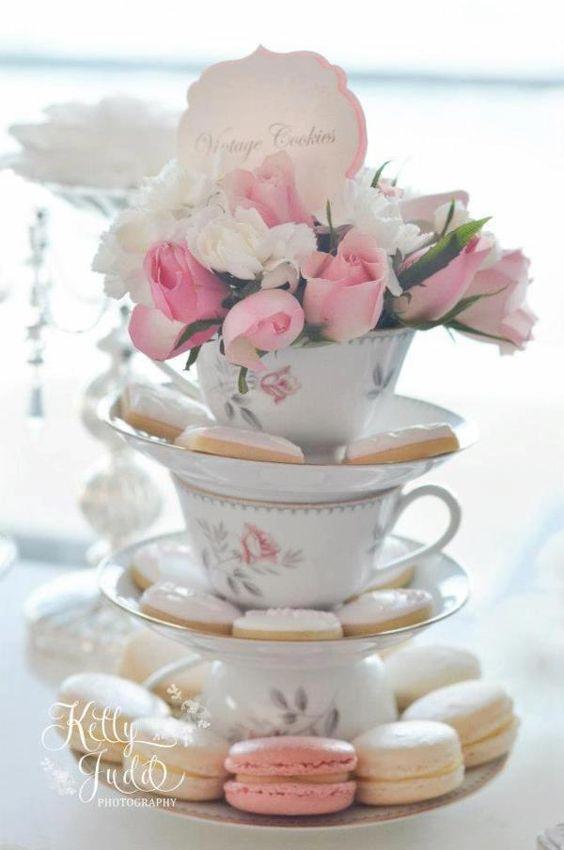 centrotavola battesimo alzatine dolci con fiori