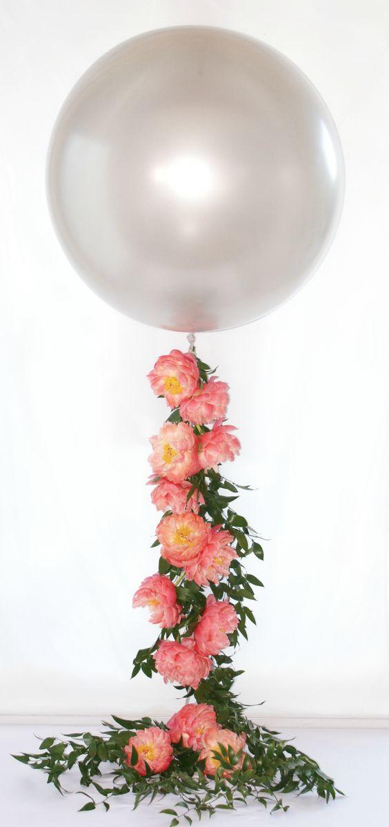centrotavola battesimo palloncini con fiori