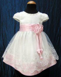 vestito per battesimo con dettagli in rosa