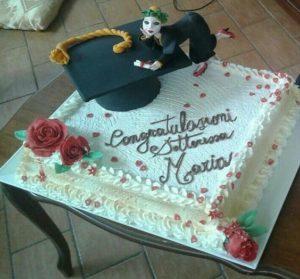 torta di laurea classica con tocco