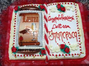 torta di laurea a libro
