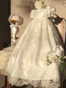 vestito battesimo bimba lungo con ricami