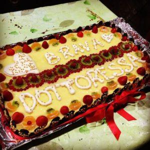 torta di laurea di frutta