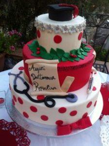 torta di laurea in medicina e infermieristica