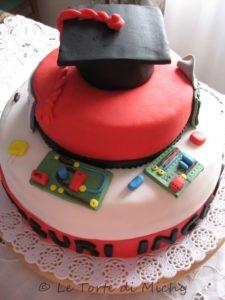 torta per laurea in informatica con dettagli