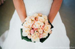 bouquet da sposa prezzi roselline color rosa salmone