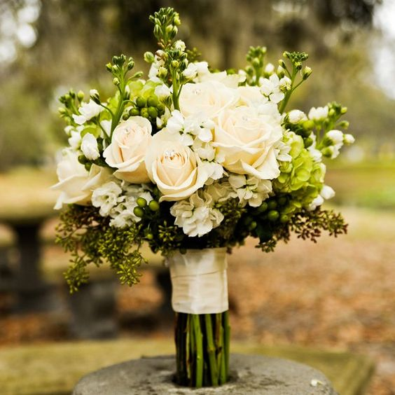 Bouquet Sposa Lisianthus E Rose.Wedding Bouquet Choose The Best According To Your Personality