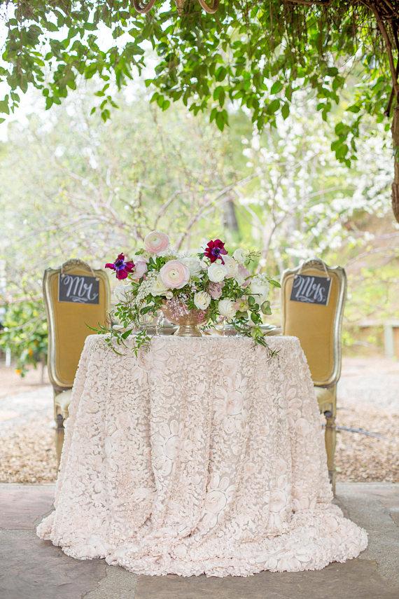 Tovagliato Matrimonio | Tovaglia Champagne Rose e abbinamento sedie